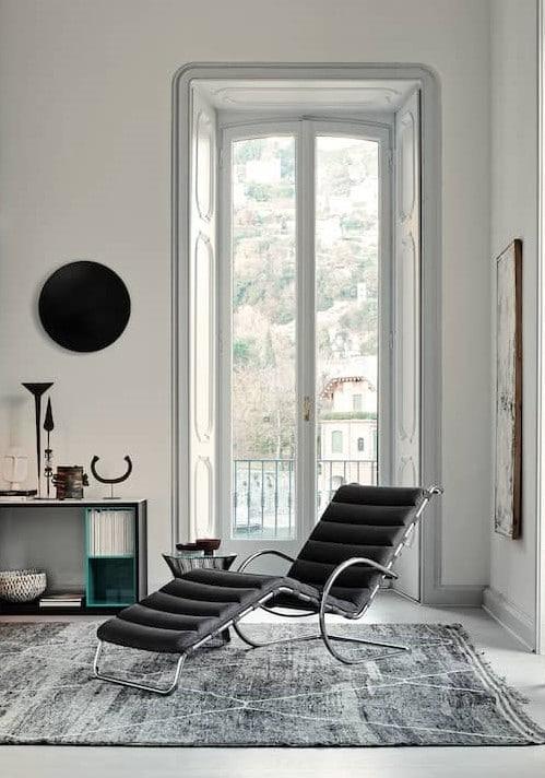 Visuel de la chaise longue Barcelona de Ludwig mies van der Rohe de chez Knoll