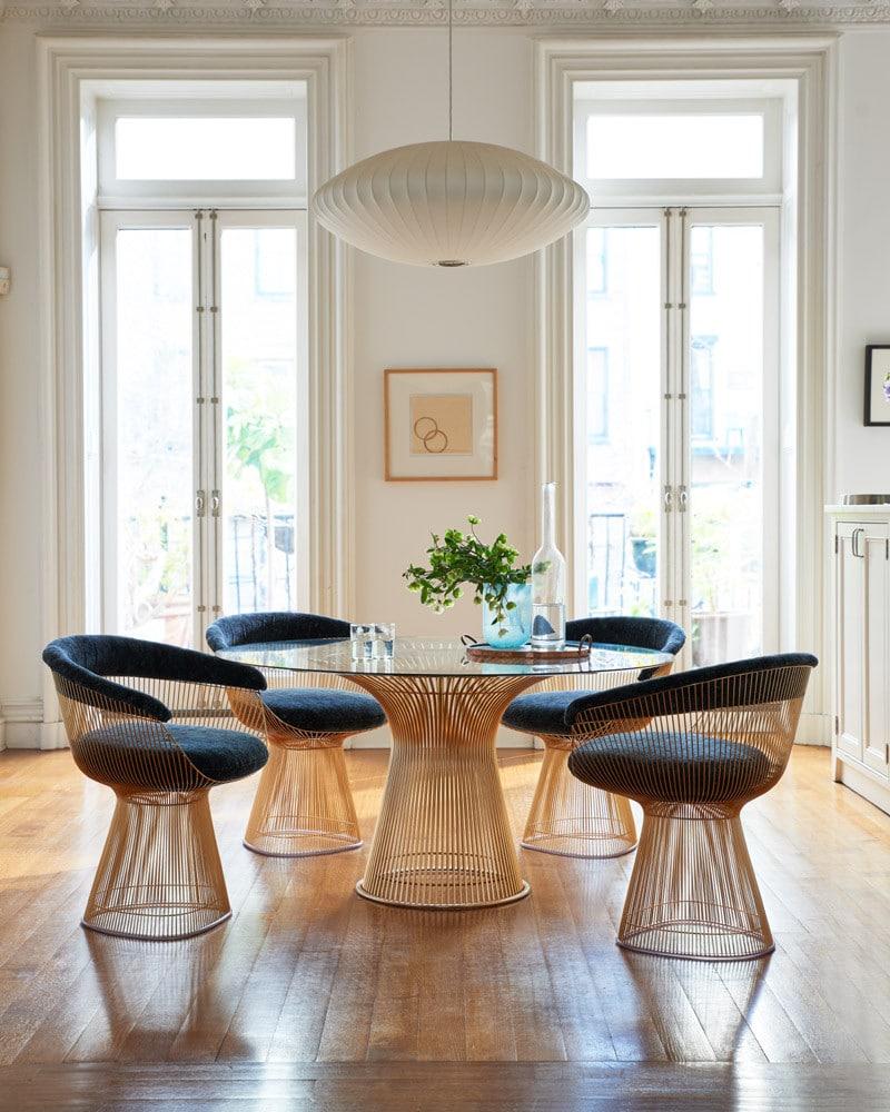 Visuel d'un intérieur du mobilier de la collection Tulip de Warren Platner de chez Knoll