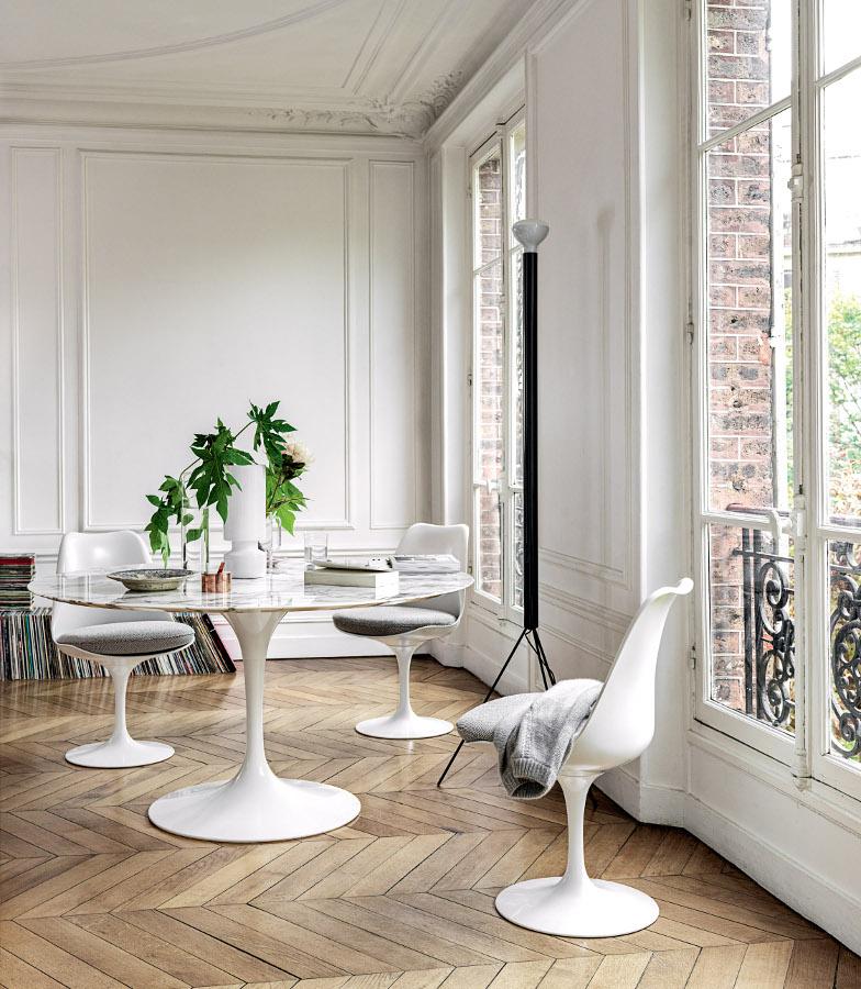 Visuel d'un intérieur avec le mobilier de la collection Tulip de Eero Saarinen de chez Knoll